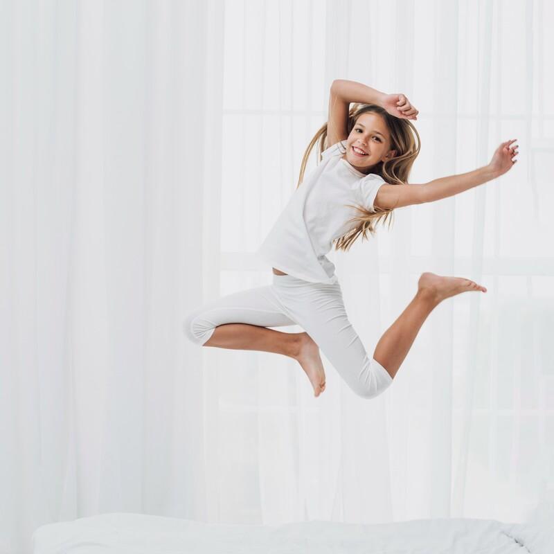 shackleton salud - niña saltando